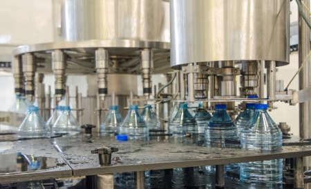 botellas de plastico: planta embotelladora de agua