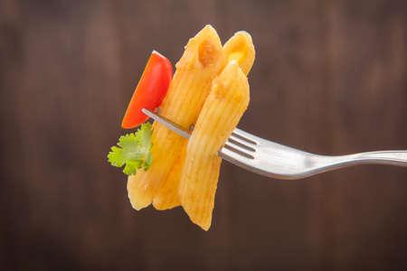 comida italiana: Penne pasta con salsa de tomate, la comida italiana.