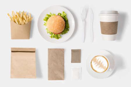Concepto de diseño de la maqueta hamburguesa y juego de café sobre fondo blanco. Foto de archivo - 58782836