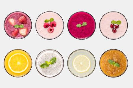 Concepto de diseño de la maqueta batido de frutas y jugos de frutas conjunto aislado sobre fondo blanco.