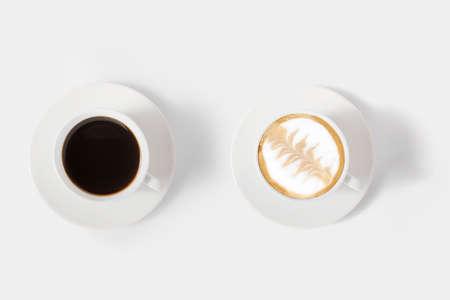 Concept van mockup assortiment koffie set geïsoleerd op een witte achtergrond. Clipping Path opgenomen op een witte achtergrond.