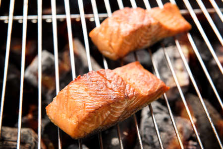 Grilled salmon steaks on the flaming. Banco de Imagens