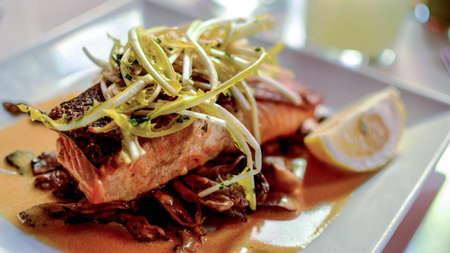 サーモン、フランス料理のおいしいスライス。