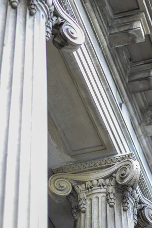 Beautiful Classic Concrete Column Architecture Angled View Imagens
