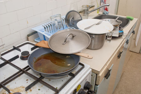 Wirklich schmutzig und unordentlich alte Küche Standard-Bild - 38211706