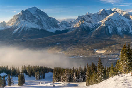 Rocky mountains around the Lake Louise ski resort, Alberta, Canada Banco de Imagens