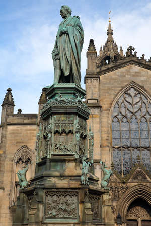 walter scott: EDINBURGH, SCOTLAND: St. Giles Cathedral (High Kirk of Edinburgh) with Duke of Buccleuch (Walter Scott) Statue in the foreground on Royal Mile Stock Photo