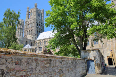 gargouille: ELY, UK - MAY 26, 2017: A wide-angle view of the South part of the Cathedral of Ely