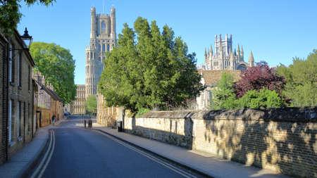 Ansicht des südlichen Teils der Kathedrale von der Galerie-Straße in Ely, Cambridgeshire, Norfolk, Großbritannien Standard-Bild - 79629203