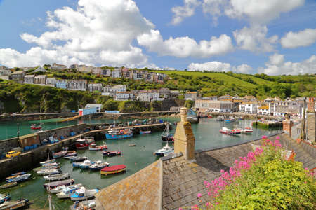 MEVAGISSEY, CORNWALL, UK: Mevagissey fishing port with spring colors 免版税图像