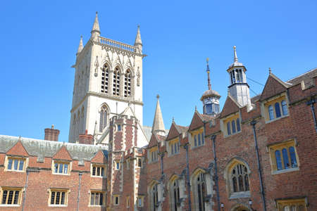 CAMBRIDGE, UK - MAY 6, 2018: St Johns College University, the Second Court with St Johns college Chapel in the background 報道画像