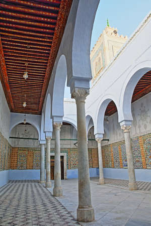 KAIROUAN, TUNISIA - DECEMBER 10, 2019: The Abou Zamaa Zaouia (Barber's mosque or Sidi Sahbi mosque), with colorful tiles, columns and arcades Standard-Bild - 141072899