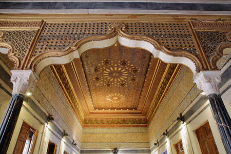TUNIS, TUNISIA - DECEMBER 31 2019: The splendid interior of Dar Lasram Palace, a well preserved mansion dated from 18th century, with an ornate ceiling Standard-Bild - 141073435