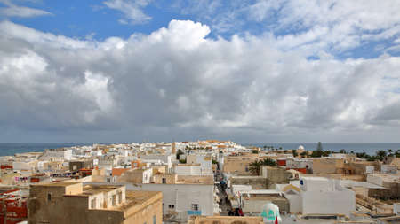 The city of Mahdia, Tunisia, viewed from the top of Skifa el Kahla, a fortified ottoman gate located inside the medina, with the sea in the background Standard-Bild