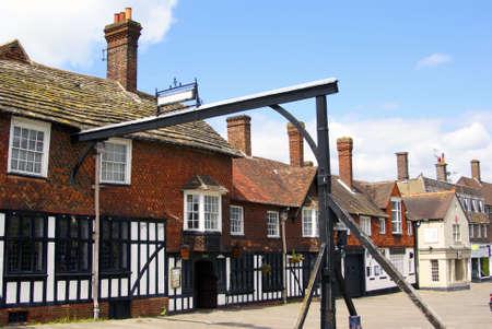 devanture: High Street historique � Crawley West Sussex en Angleterre sur un jour d'�t�