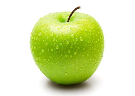 Perfekter frischer grüner Apfel lokalisiert auf weißem Hintergrund mit Wassertropfen Standard-Bild
