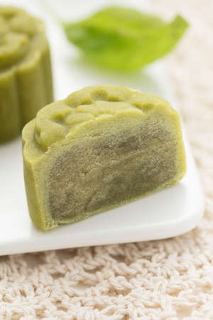 Delicious Mooncake, een soort traditionele Chinese Snack voor Mid-Autumn Festival op de tafel.