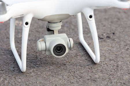The View of a White Aerial Photographic UAV In the Air. Banque d'images