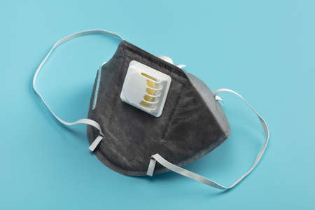 Anti virus mask with breathing valve. Banque d'images - 140326131