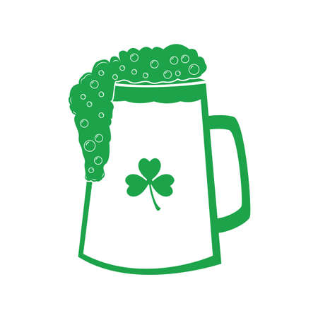 beer with clover leaf Banque d'images - 106672561