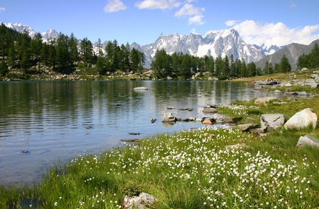 Arpy See in Aosta-Tal Standard-Bild - 11162974