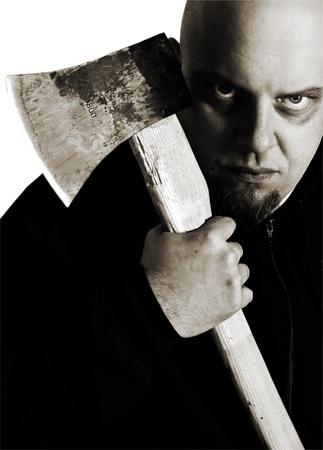 Enge blik van een moordenaar met houten bijl in de hand. Angst en waanzin begrip Stockfoto