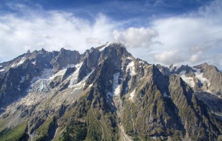 courmayeur: Vista panor�mica de Grand Jorasses hielos y el Valle Ferret cerca de Courmayeur, Italia Foto de archivo