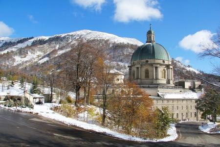 Oropa sanctuary in a autumn to winter landscape. Biella Italy Standard-Bild
