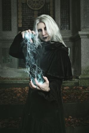 Dark mage is casting a lighting bolt spell . Halloween and fantasy Standard-Bild