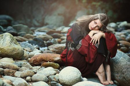 medieval: Mujer medieval hermosa con soñar expresión. Histórico y fantasía Foto de archivo