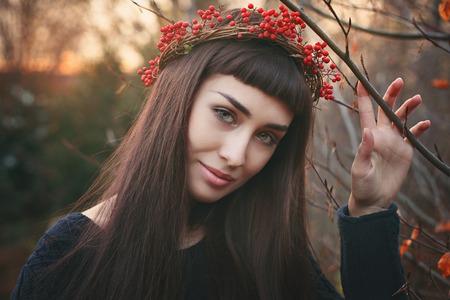 femme romantique: Winter portrait d'une belle jeune femme. Saisonnier et romantique Banque d'images