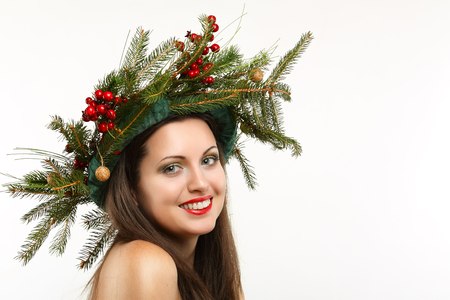 christmas crown: Beautiful smiling woman with winter decoration crown. Christmas and holiday Foto de archivo