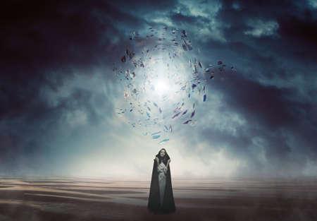 magie: myst�rieuse femme dans un pays magique et �trange. Imaginaire et surr�aliste Banque d'images