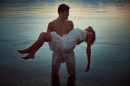 Man with dead lover in lake waters. Dark romance Imagens