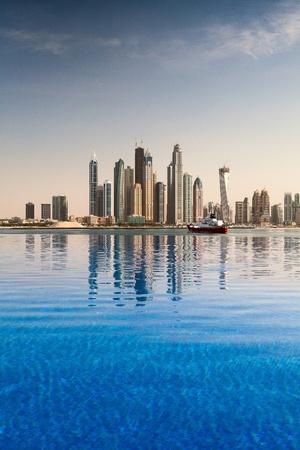 반사 - 두바이 비즈니스 지구