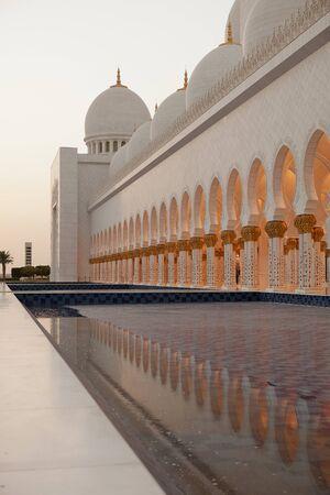 prayer tower:  Abu Dhabi Sheikh Zayed White Mosque