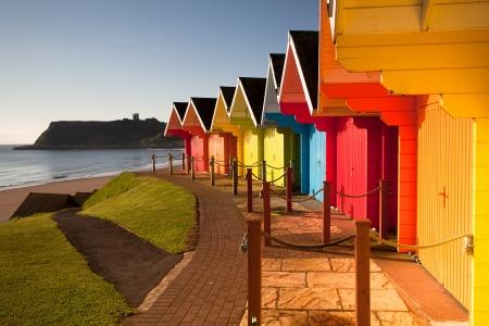 Beach Huts při východu slunce ve Velké Británii