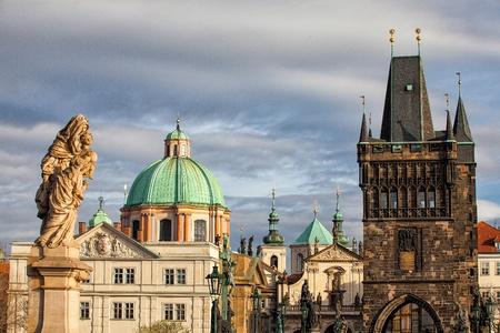 Slavné věže na Karlově mostě v Praze