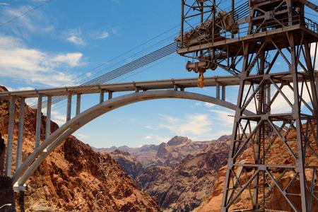 Il ponte autostradale sul diga di Hoover in America Archivio Fotografico - 26084613