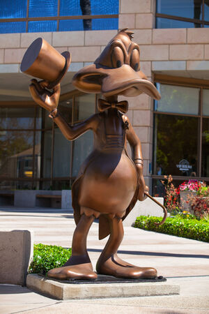 donald: Donald Duck greeting visitors at the entrance to Warner Bros  offices in Burbank,Los Angeles Editorial
