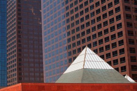 7 月にロサンゼルスで近代的な高いビルの詳細 2,2013