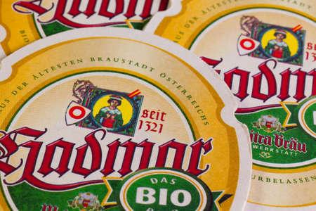 brew beer: Alemania, Dresde - septiembre 20,2014: posavasos de Hadmar cerveza. Se elabora en Austrias m�s antigua de la ciudad de la cerveza Weitra. Weitra fue la primera ciudad en Austria que recibi� el privilegio de elaborar cerveza oficialmente.