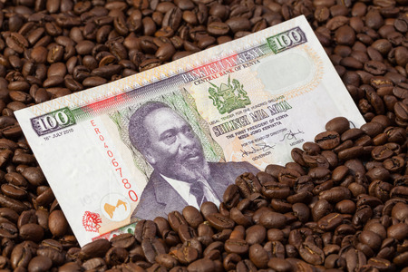 shilling: Coffee beans and Kenya shilling banknote