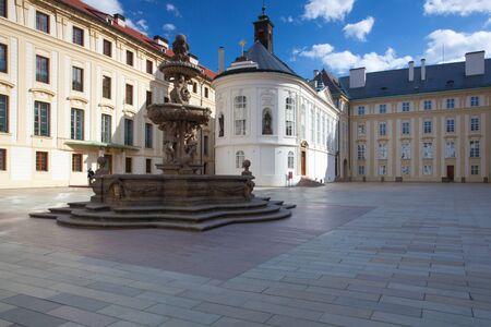 Die Kapelle des Heiligen Kreuzes auf dem dritten Hof auf der Prager Burg, der Tschechischen Republik
