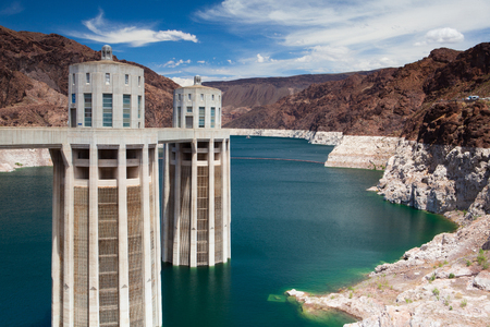 Hoover Dam Towers on the blue Lake Mead. Hoover Dam is a concrete arch-gravity dam in the Black Canyon of the Colorado River, on the border between the U.S. states of Nevada and Arizona. Banque d'images - 92729295