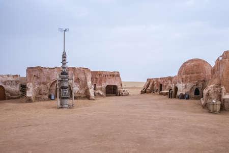 L'ensemble du film original utilisé dans Star Wars comme port spatial Mos Eisly. Encore préservé en Tunisie Banque d'images - 40910711