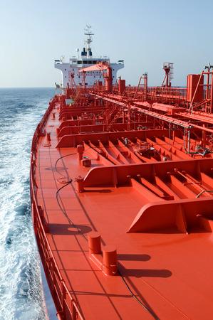 Tanker-Rohöl-Trägerschiff für den Transport von Rohöl-Segeln Standard-Bild