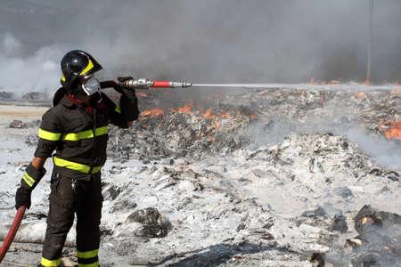 bombera: Bombero de servicio