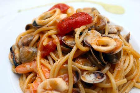 spaghetti with seafood, shellfish, mussels, clams, crustaceans (Italian spaghetti allo scoglio) Archivio Fotografico