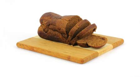 pumpernickel: Trzy grubości kromki chleba Pumpernikiel na pokładzie rozbioru.